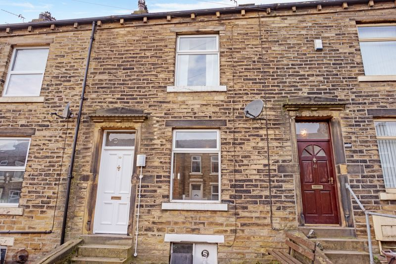 2 bed house to rent in Carlton House Terrace, HX1