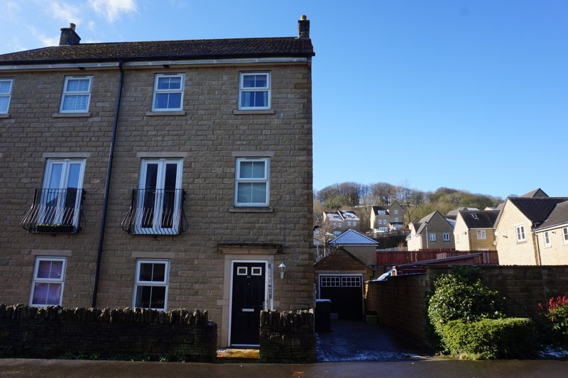 4 bed house for sale in Ovenden Wood Road, HX2
