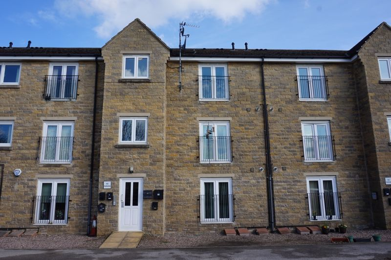 2 bed flat to rent in Halifax Road, HX3