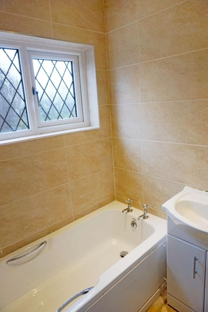 3 bed house for sale in St. Margarets Avenue 18