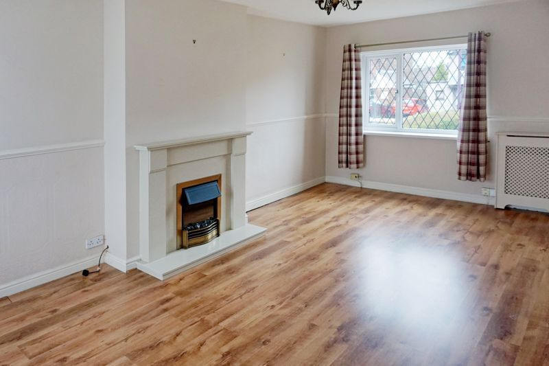 3 bed house for sale in St. Margarets Avenue 8