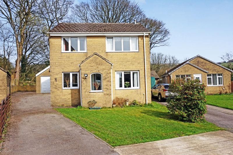 4 bed house for sale in Laurel Bank Close, HX2