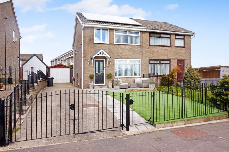 3 bed house for sale in Heathmoor Park Road, HX2