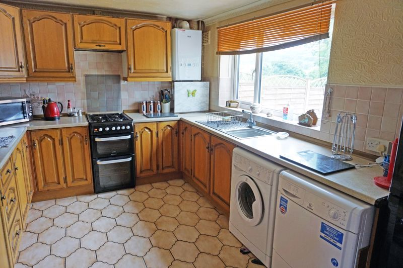 3 bed house for sale in Mixenden Road 7