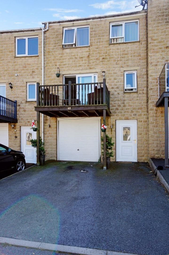 3 bed house for sale in Aislaby Heights, HX2