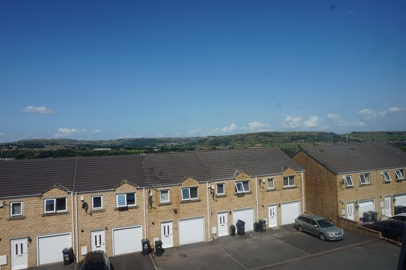 3 bed house for sale in Aislaby Heights 9