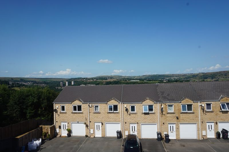 3 bed house for sale in Aislaby Heights 10