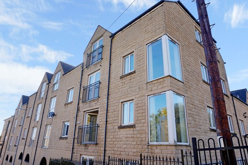2 bed flat for sale in West View, HX3