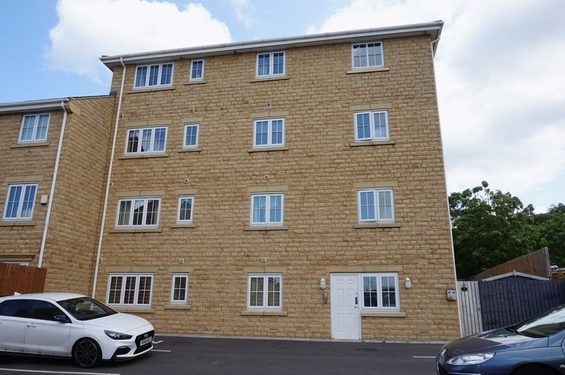2 bed flat to rent in Brunswick Place, WF16