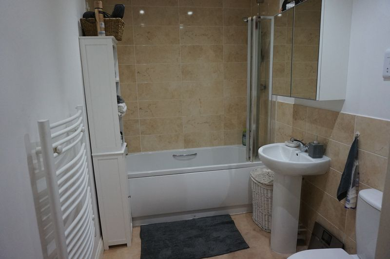 2 bed flat to rent in Brunswick Place 5