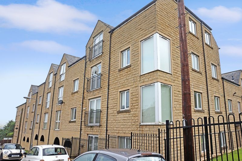 2 bed flat to rent in West View 1