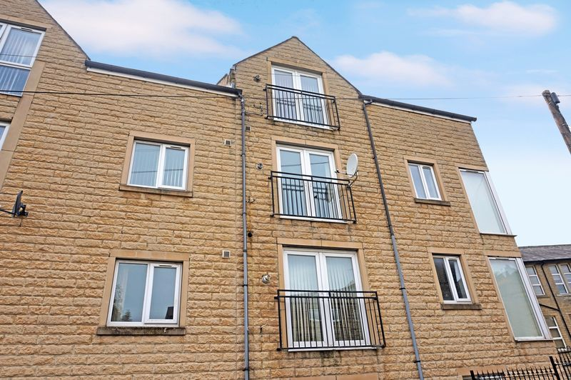 2 bed flat to rent in West View 2