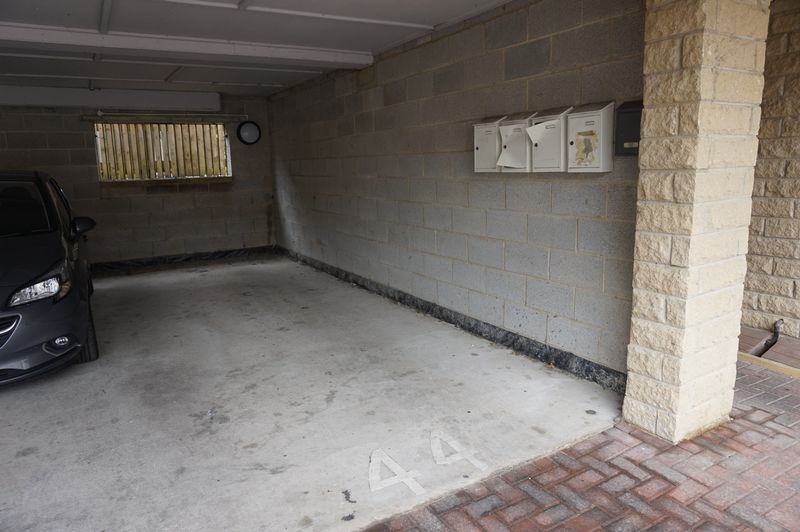 2 bed flat to rent in West View 11