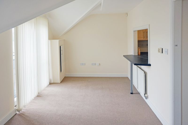 2 bed flat to rent in West View 4