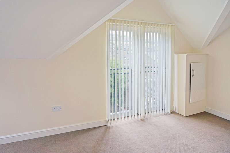 2 bed flat to rent in West View 5