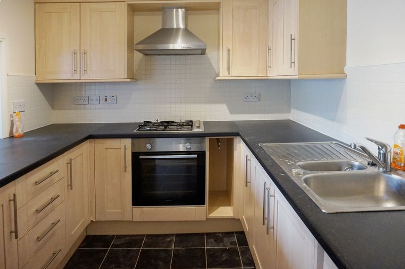 2 bed flat to rent in West View 6