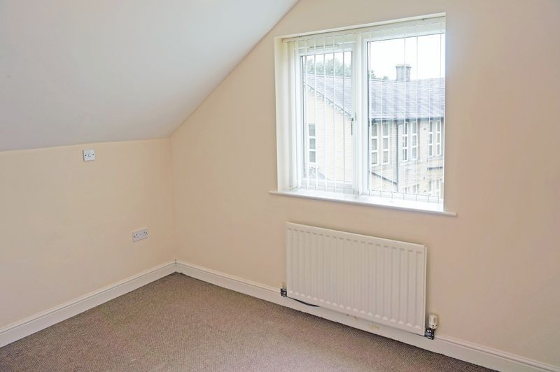 2 bed flat to rent in West View 7