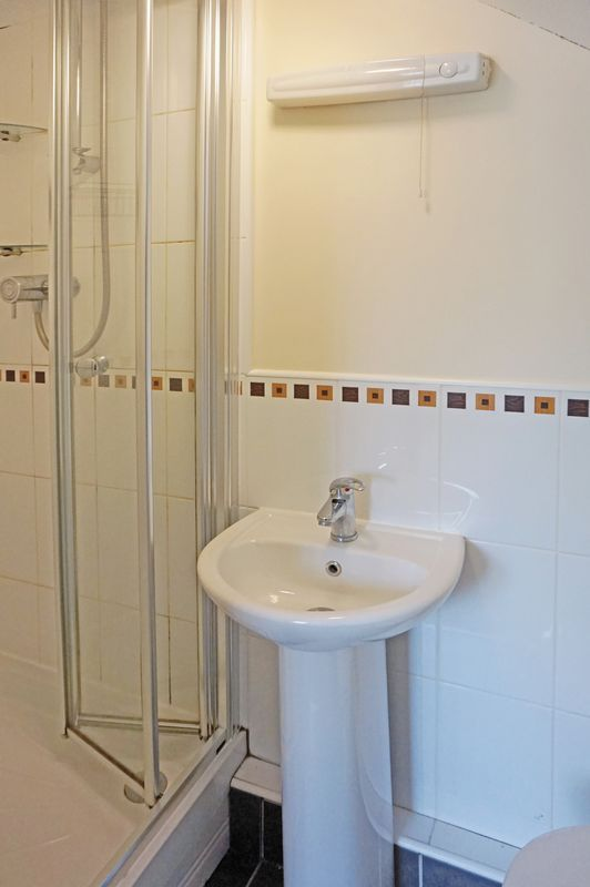 2 bed flat to rent in West View 8