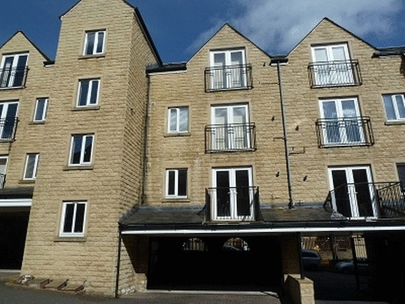 2 bed flat to rent in West View, HX3
