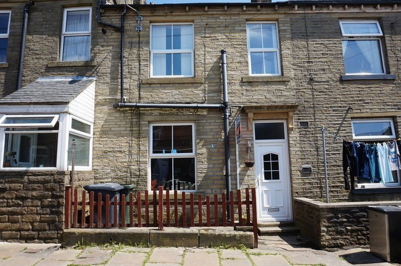 2 bed house to rent in Alma Street, BD13