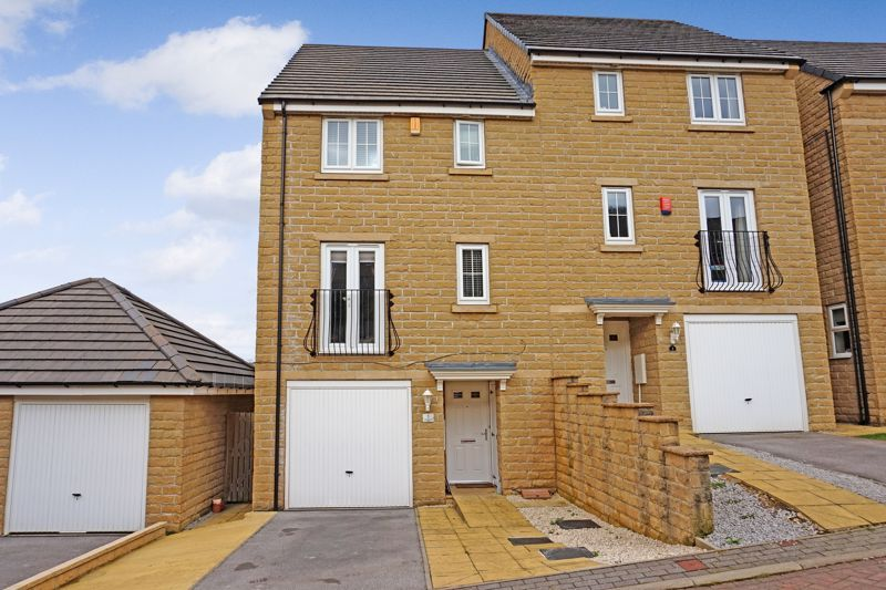 4 bed house for sale in Bramling Cross Court, HX2