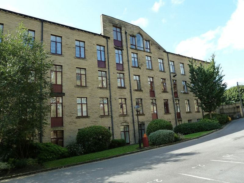 2 bed flat to rent in Garden Mill, HX3