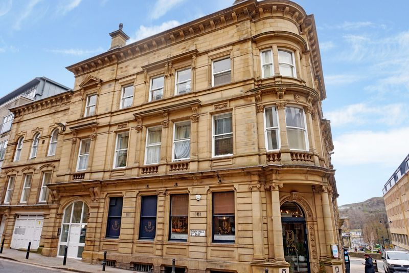 2 bed flat to rent in Town Hall Street East, HX1