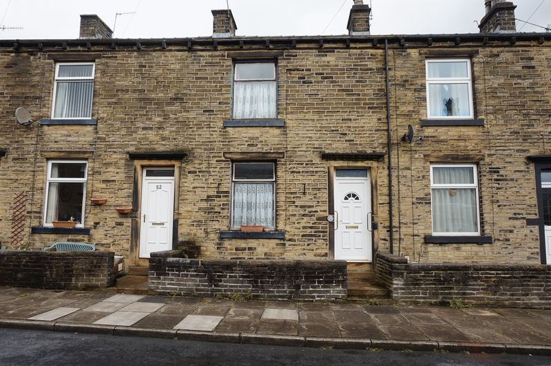 2 bed house for sale in Woodside View - Property Image 1