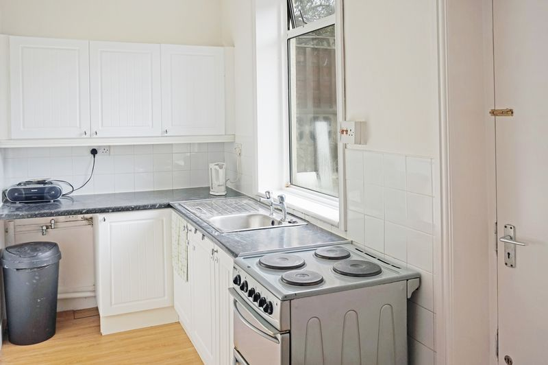 2 bed house to rent in Broadway 3
