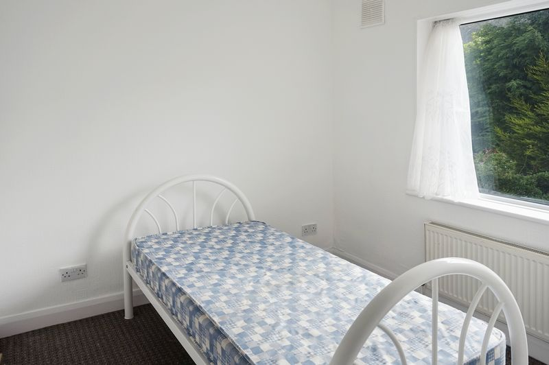 2 bed house to rent in Broadway 8