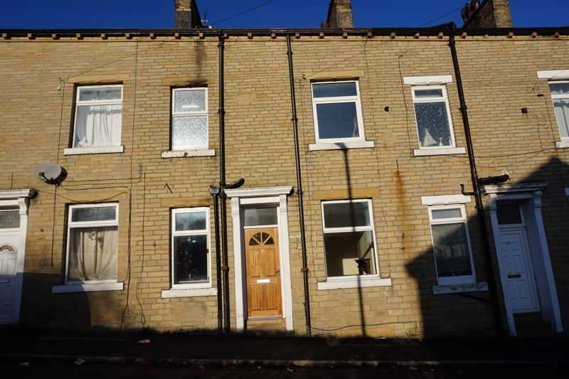2 bed house for sale in East Park Road, HX3