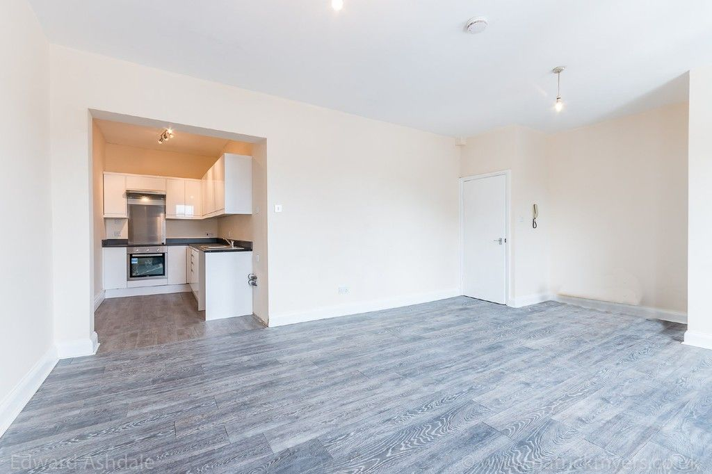 Flat to rent in Norwood Road, Tulse Hill, London, SE27