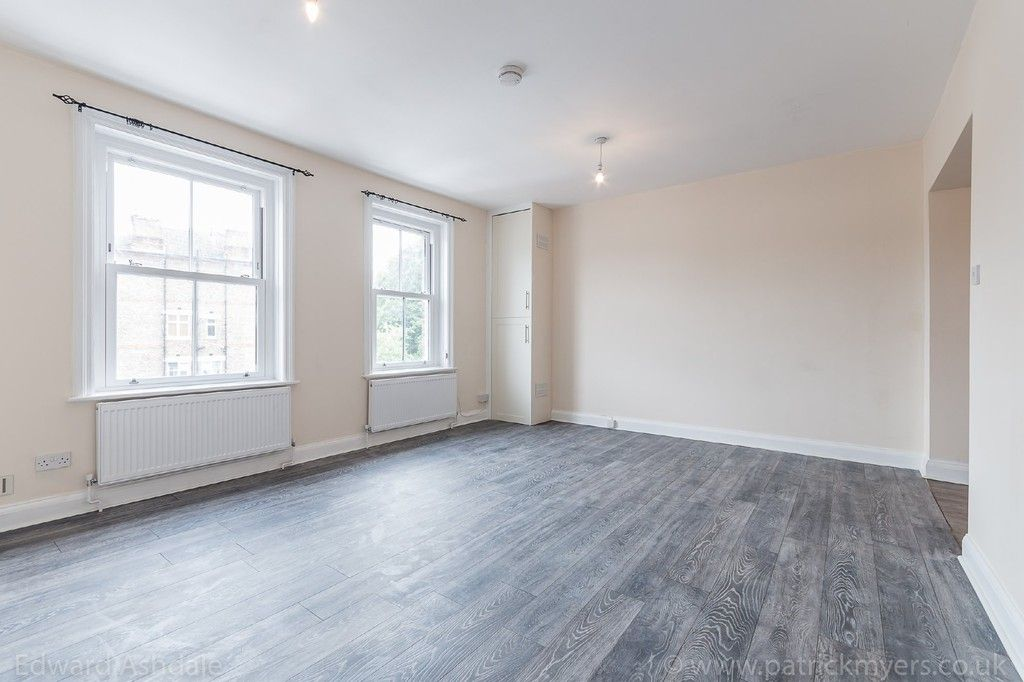 Flat to rent in Norwood Road, Tulse Hill, London  - Property Image 3