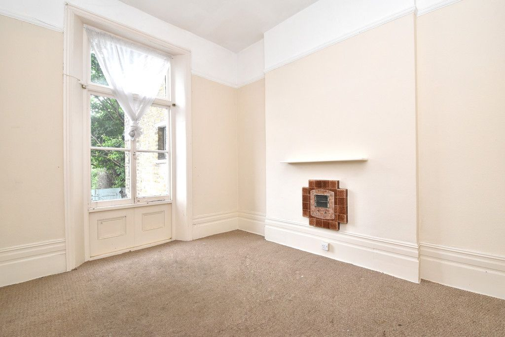 2 bed flat to rent in Widmore Road, Bromley 3