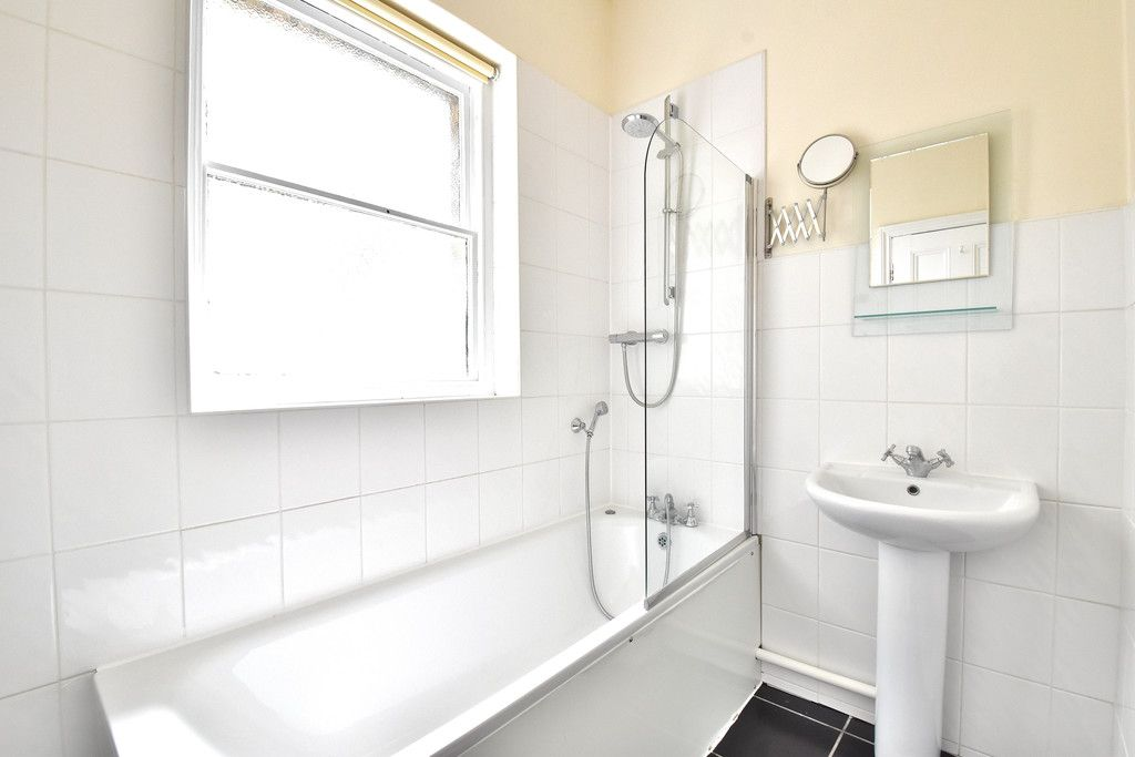 2 bed flat to rent in Widmore Road, Bromley 4