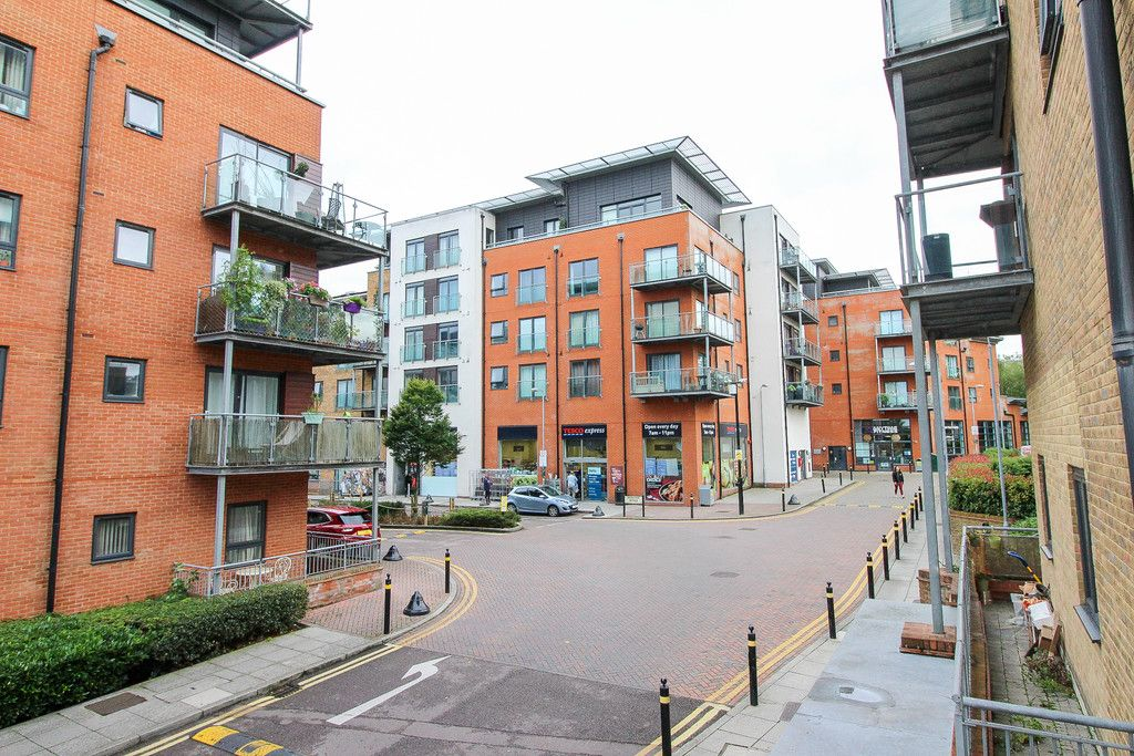 1 bed flat to rent in Catalpa Court, Hither Green Lane, SE13