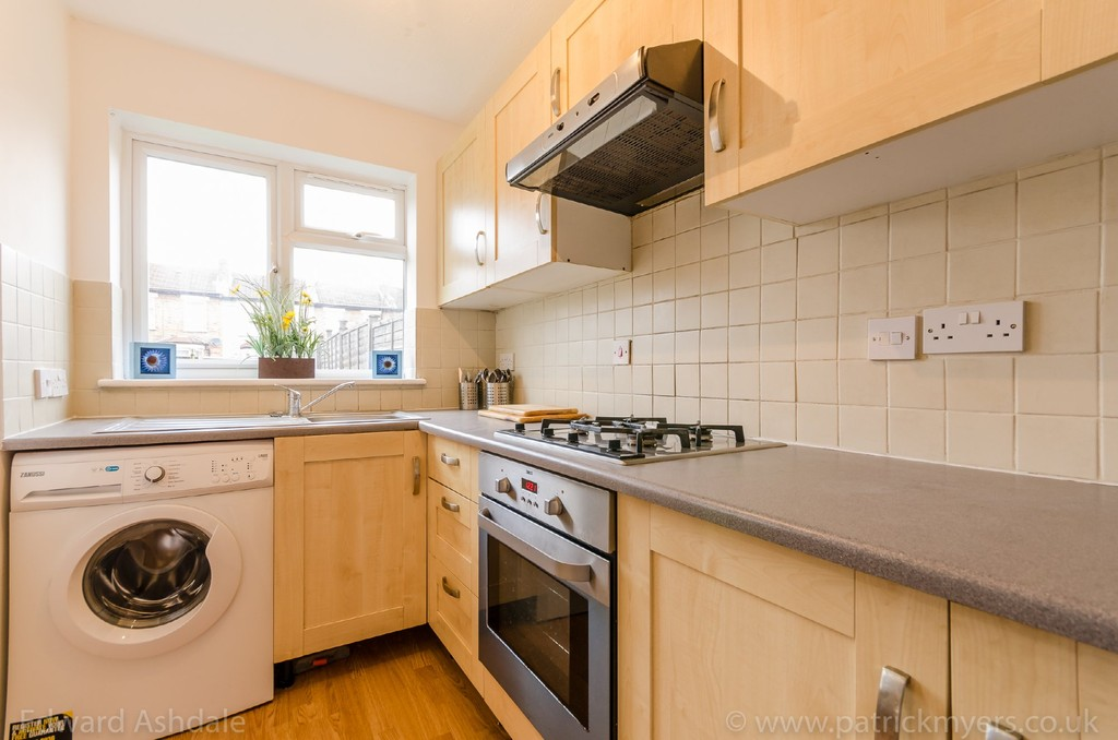 1 bed flat to rent in Crowther Road, South Norwood 5