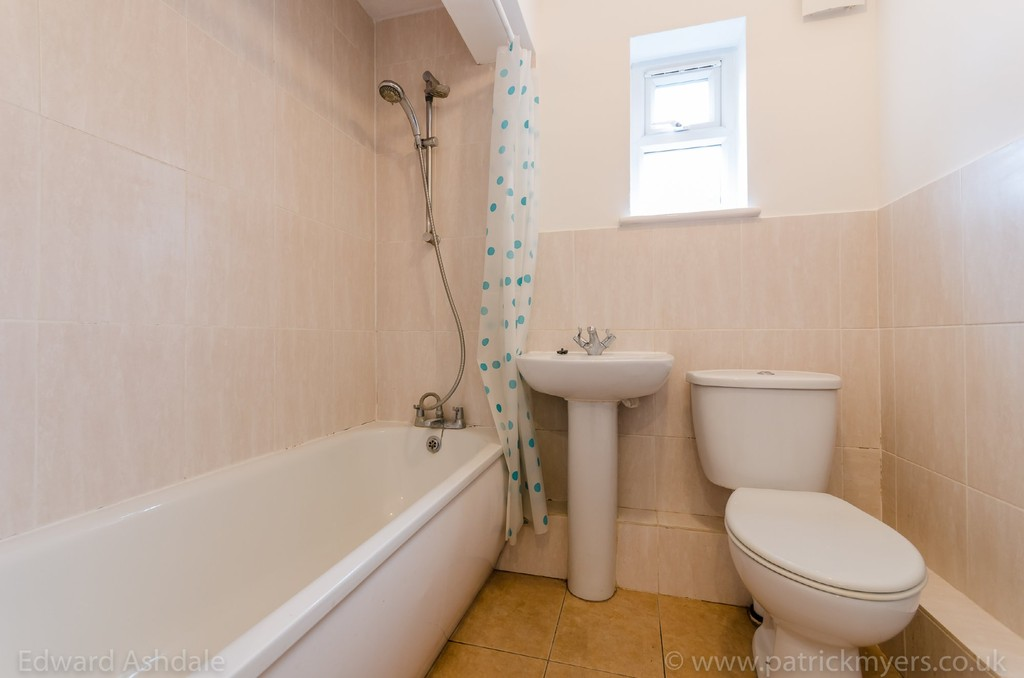 1 bed flat to rent in Crowther Road, South Norwood 8