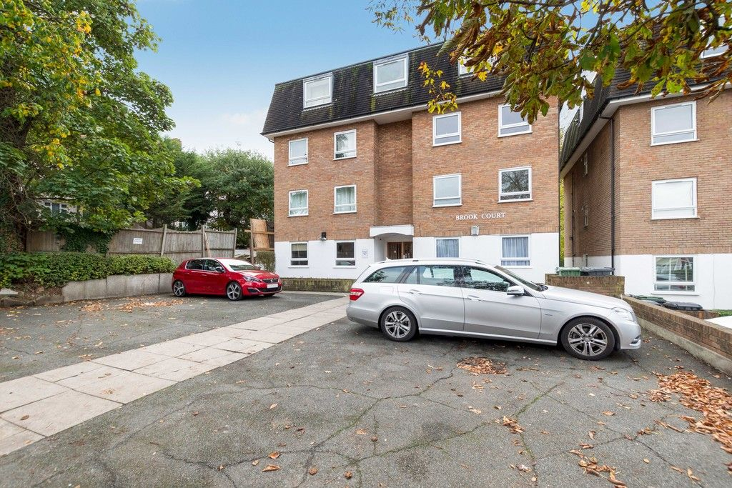2 bed flat to rent in 92 Chinbrook Road, London, SE12