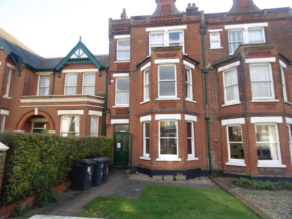 2 bed flat to rent in Beltinge Road, Herne Bay, CT6