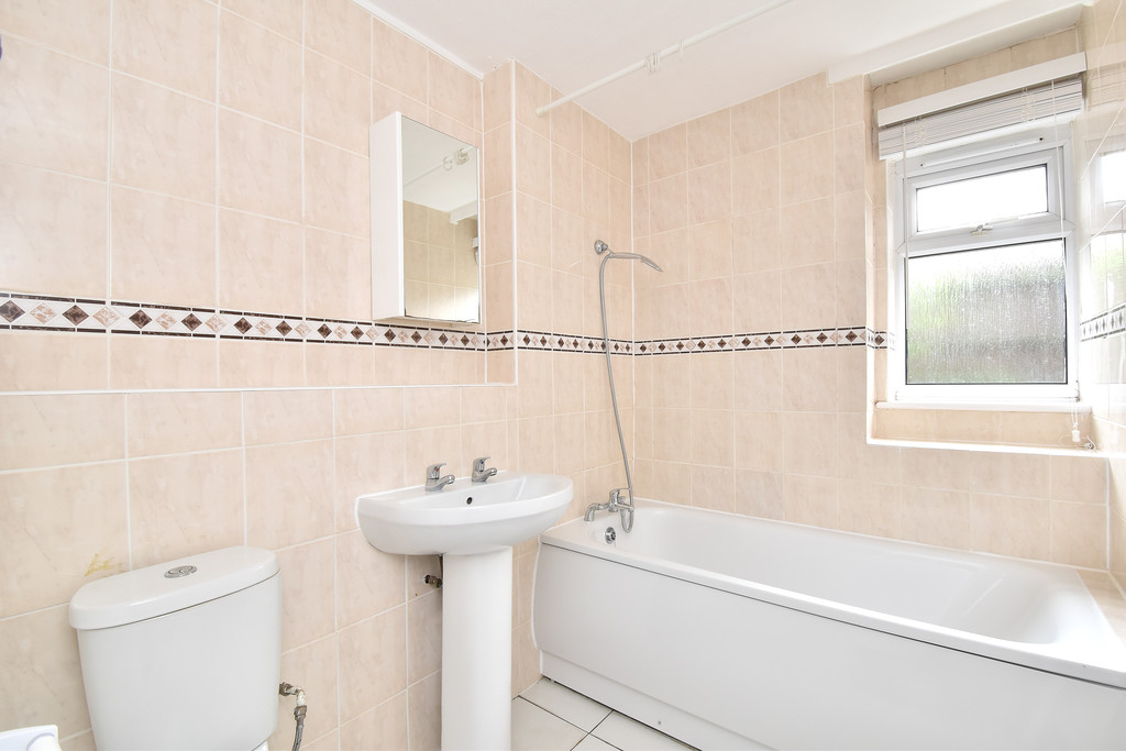 2 bed flat to rent in Shelbey Court, 1 Farnaby Road 4