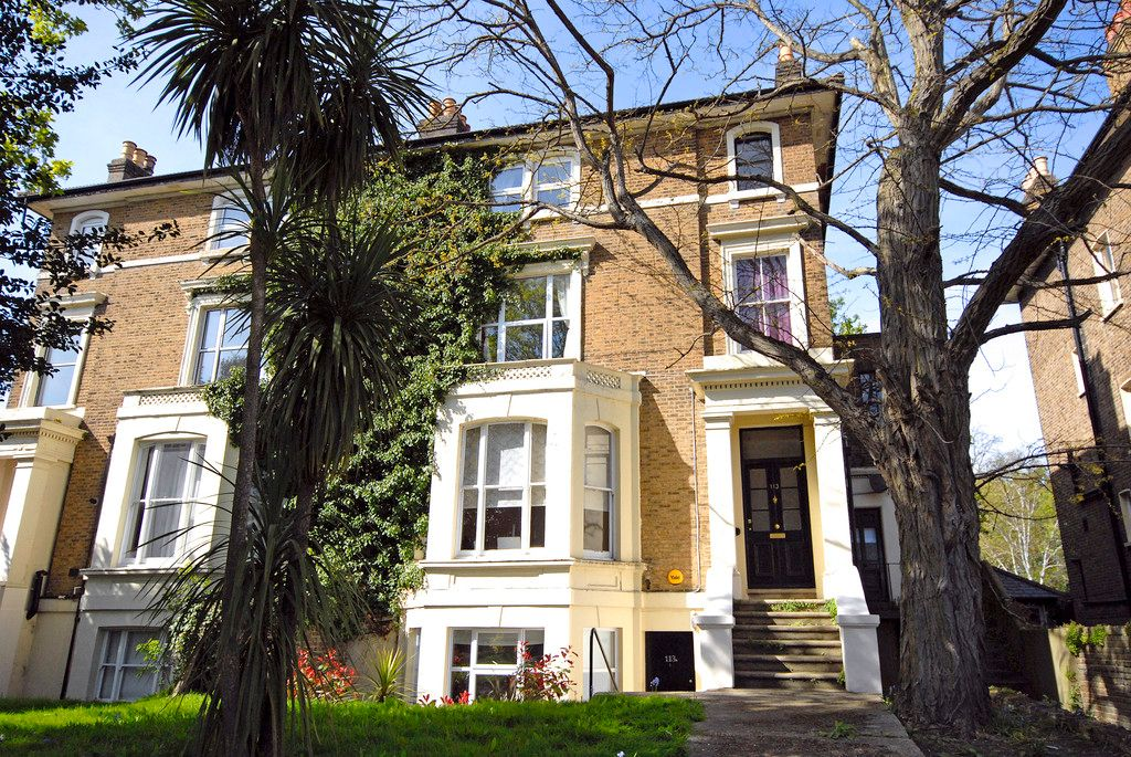 2 bed flat to rent in Widmore Road, Bromley, BR1