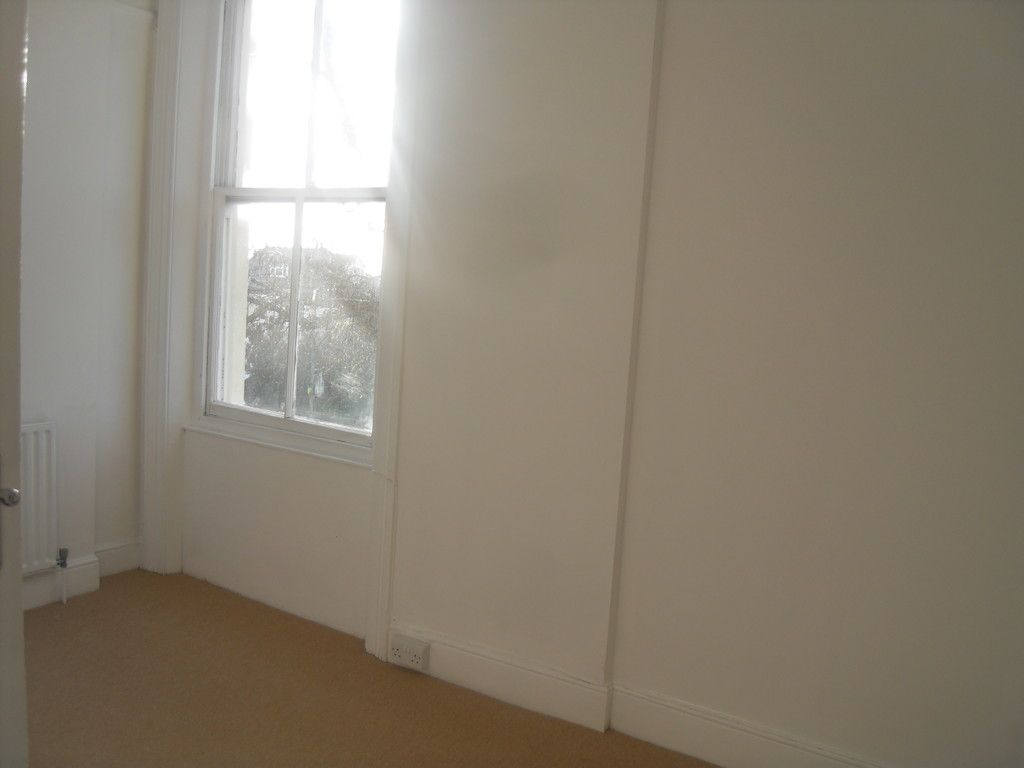 2 bed flat to rent in Widmore Road, Bromley 5