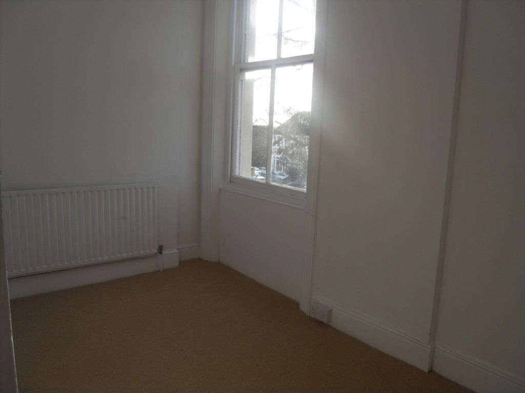2 bed flat to rent in Widmore Road, Bromley 7