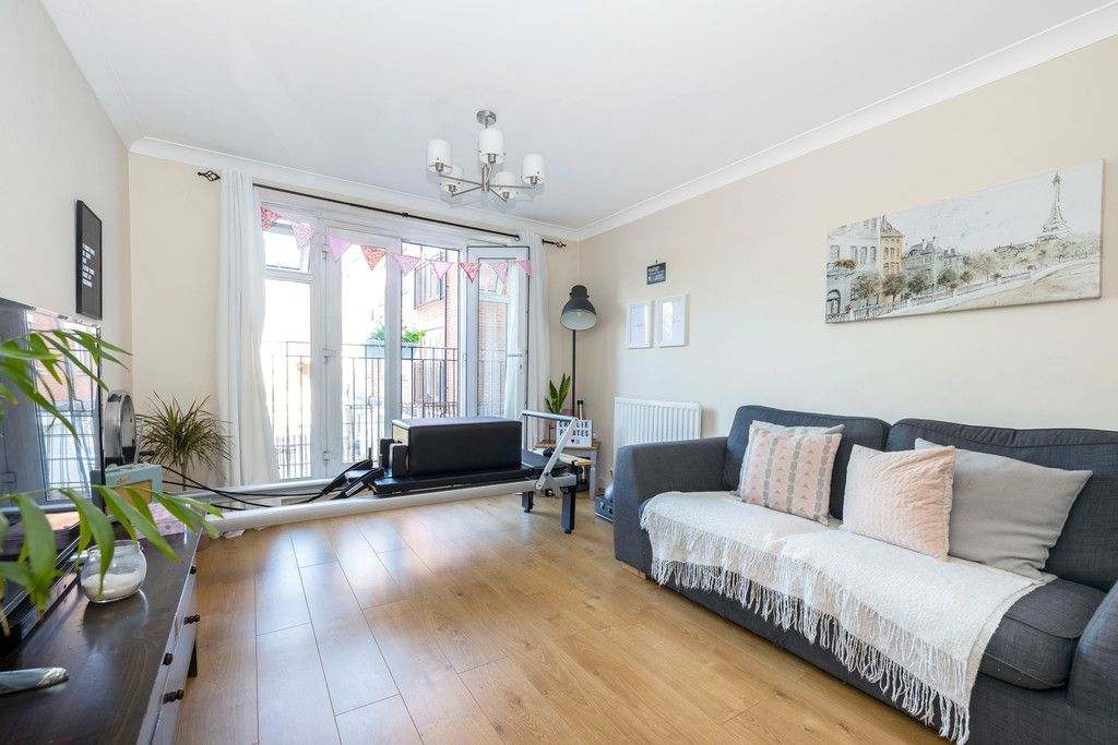 2 bed flat to rent in Hardwick House, Masons Hill 1