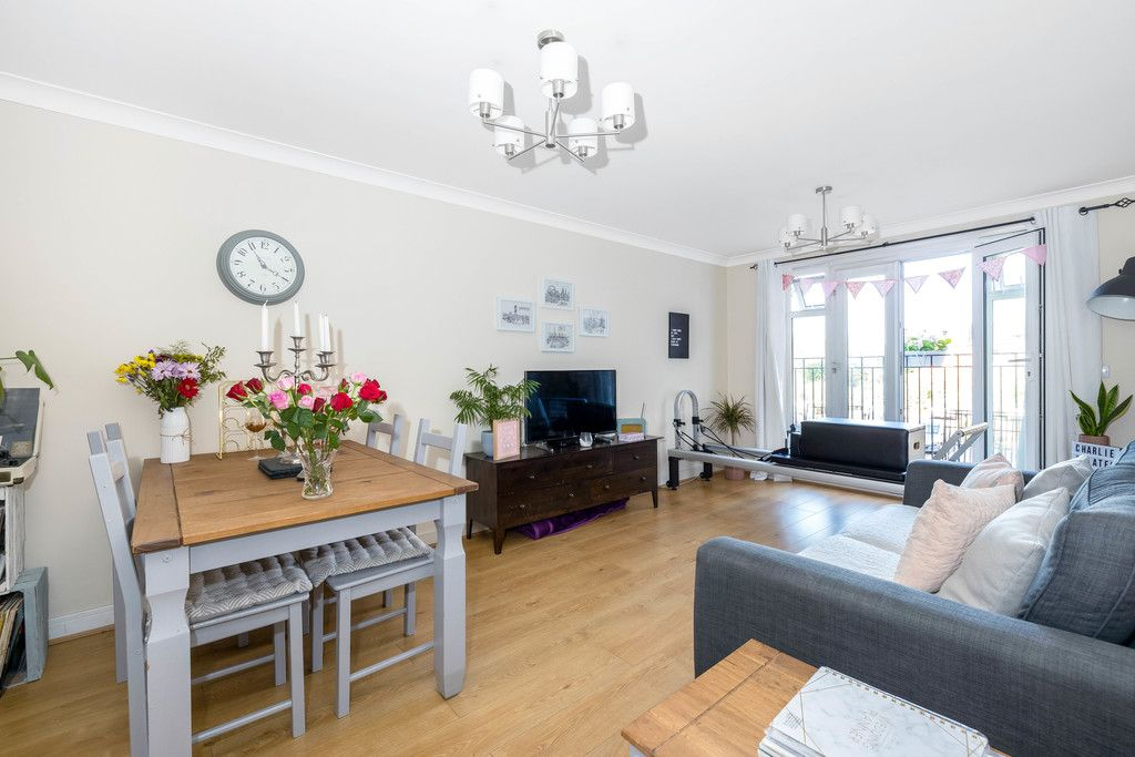 2 bed flat to rent in Hardwick House, Masons Hill 2