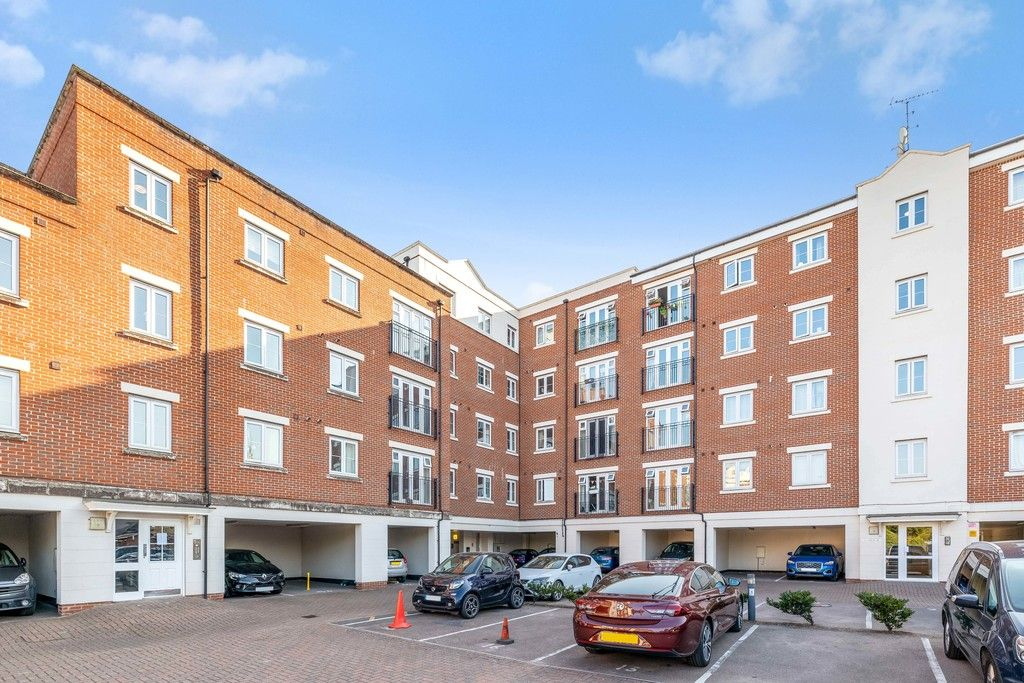 2 bed flat to rent in Hardwick House, Masons Hill 8
