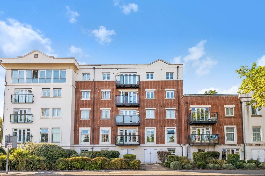 2 bed flat to rent in Hardwick House, Masons Hill 9