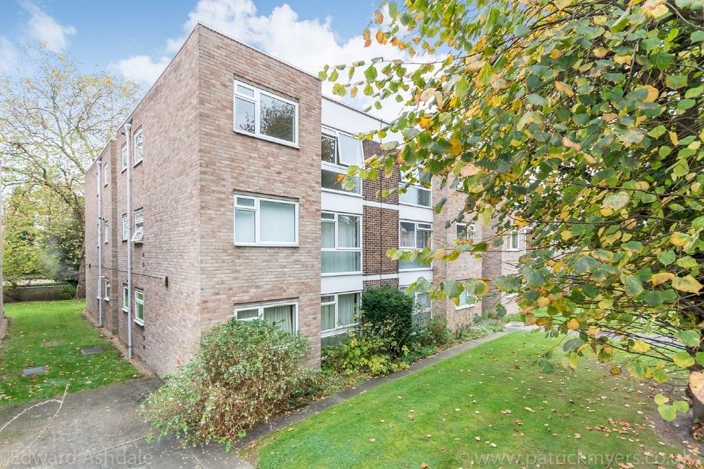1 bed flat to rent in Russel Court 1