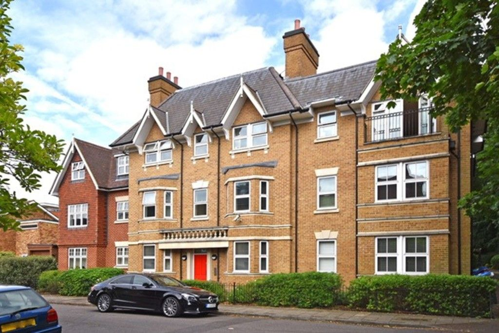 2 bed flat to rent in Lansdowne Road, Bromley, BR1